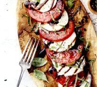 Salata_cu_rosii_mozzarella_si_busuioc