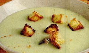 Supa de cartofi cu ardei si crutoane