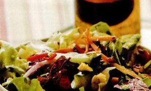 Salata_verde_cu_legume_si_verdeata
