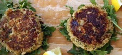 How to Make Homemade Salmon Cakes