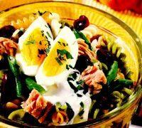 Salata de ton cu fasole si sos cu iaurt