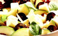 Salata de dovlecei cu stafide si masline