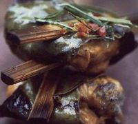 grilled_spicy_chicken_in_lemon_leaves
