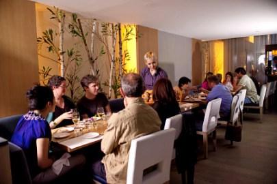 Restaurant Girl-Aldea