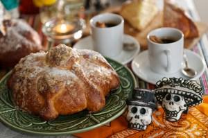 DIa-de-muertos_Pan-de-Muerto-and-Sugar-skulls