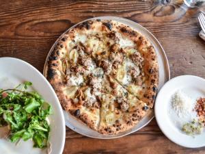 FN_Los-Angeles-Gjelina-Pizza_s4x3.jpg.rend.hgtvcom.616.462
