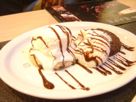 Deep-dish Sundae -Studio Cafe