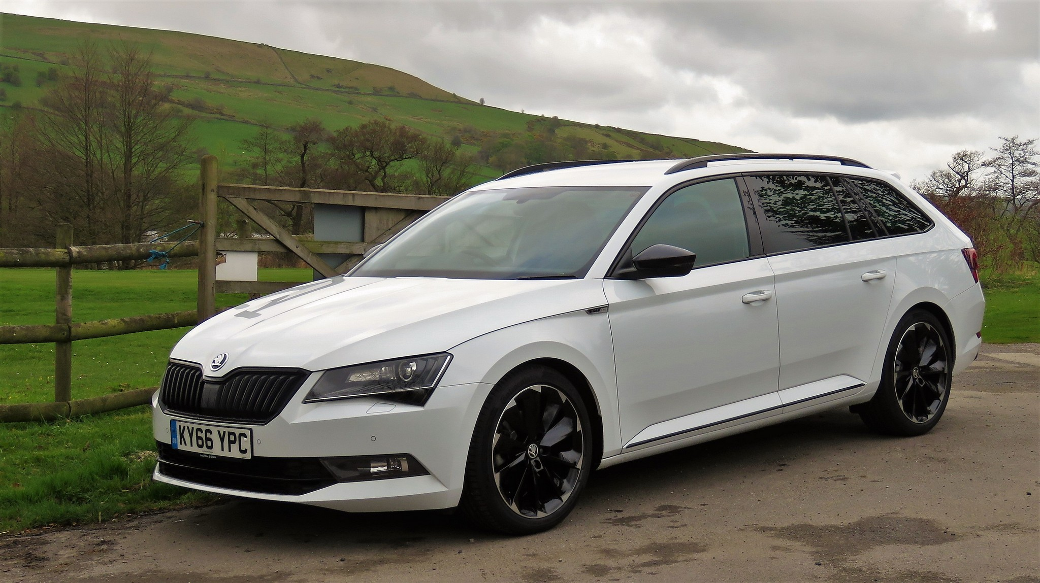 skoda superb estate sportline 4x4 dsg review. Black Bedroom Furniture Sets. Home Design Ideas