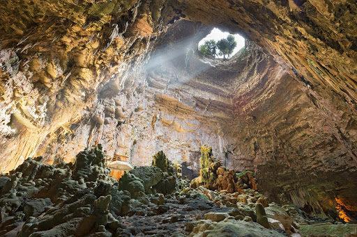 Turismo per tutti, una videoguida in Lingua dei segni per le Grotte di Castellana