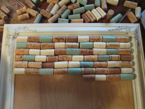 Wine Cork Bulletin Board - #diy #winecorks #corks #crafts