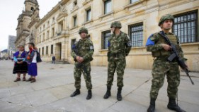 Colombia's soldiers stand guard at Bolivar Square during local and regional elections in Bogota, Colombia. | Photo: Reuters
