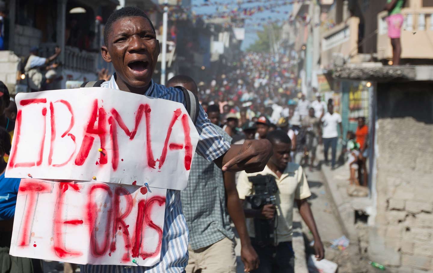 why haitians are chanting down with obama resumen