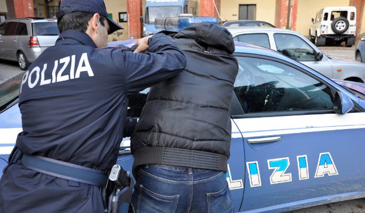 Pescara: ubriaco distrugge la macchina ed aggredisce poliziotti ...