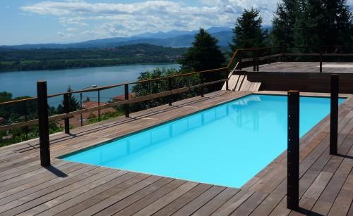 Pavimentazione in legno bordo piscina  Cantello