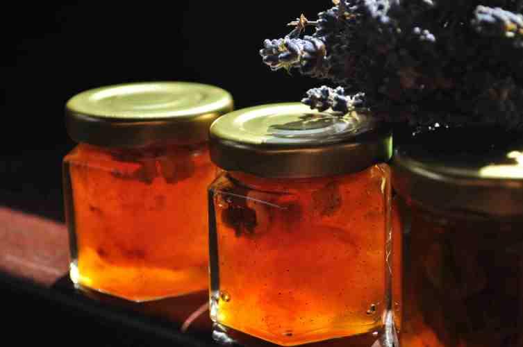 Dulceata de prune cu vanilie si levantica