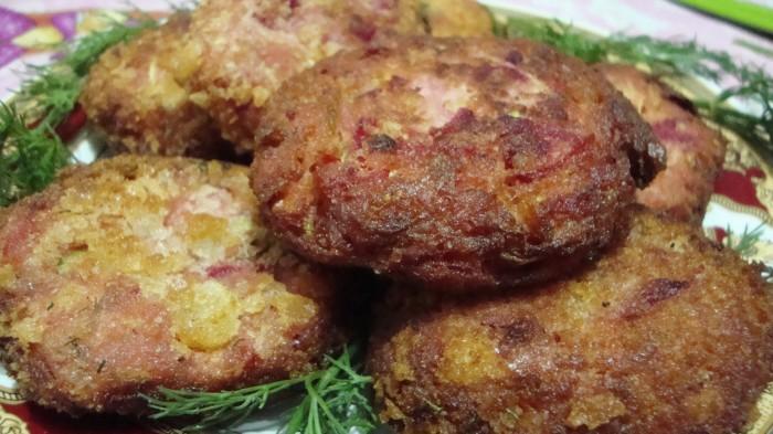 Chifteluta-de-dovlecel-si-sfecla-rosie