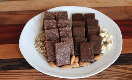 ciocolata-din-carob-pudra-de-roscove