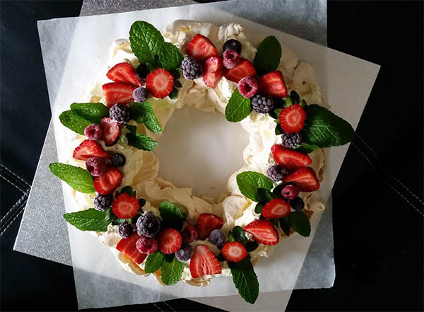 Coronita-pavlova-cu fructe