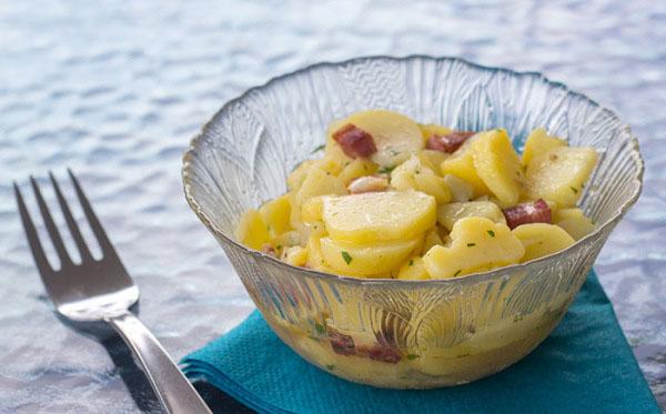 salata-de-cartofi-in-stil-german