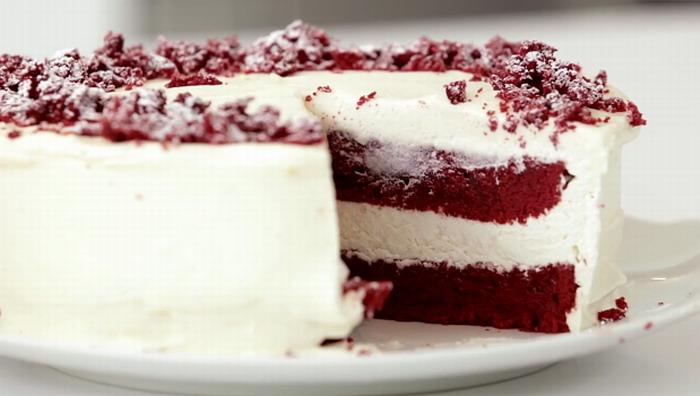 Tort-Red-Velvet-cu-crema-branza