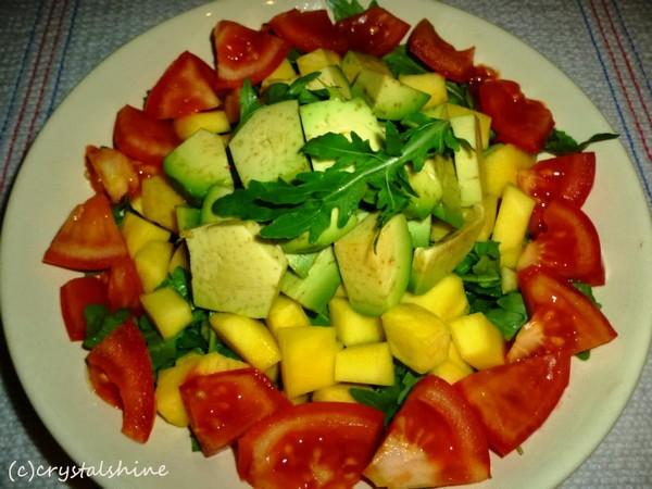 Cele mai bune retete cu avocado - Salata cu mango, rucola si avocado