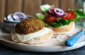 Reteta burgeri cu falafel (chiftelute de naut)