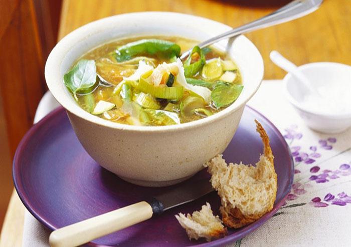 Supa de legume cu dovlecei si praz