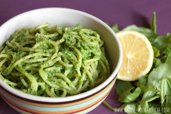Retete de paste cu sos cremos de avocado si rucola
