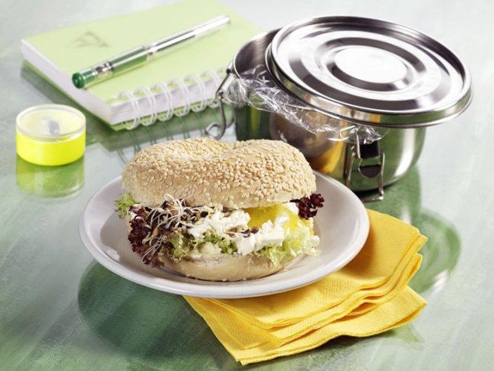 Reteta sandvis cu branza de capra si germeni de linte