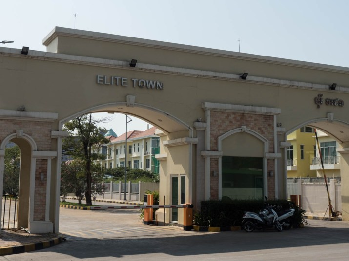 Gate to Elite Town community