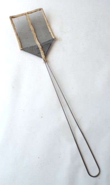 Vintage Kitchen Home Bedroom White Fly Swatter Swat Wire
