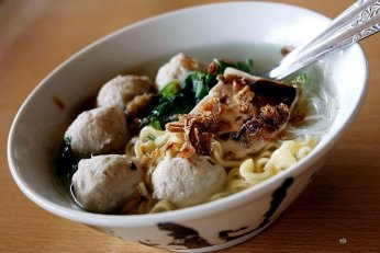 Bakso (meatball noodle soup)
