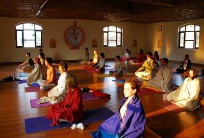 class at Anand Prakash (photo courtesy of breathedreamgo.com)
