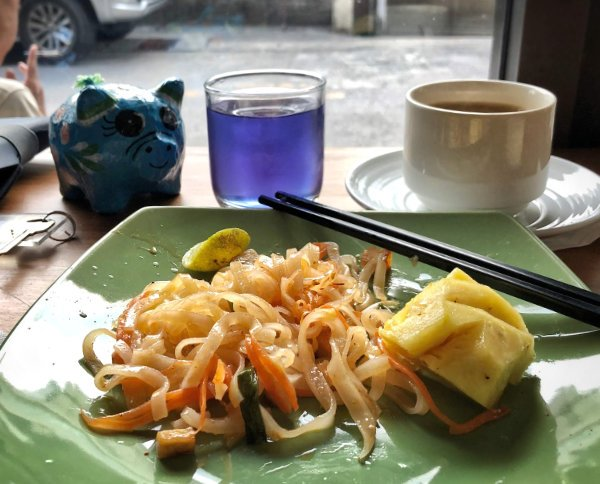 Pad thai for breakfast in Bangkok with a side of blue butterfly pea juice