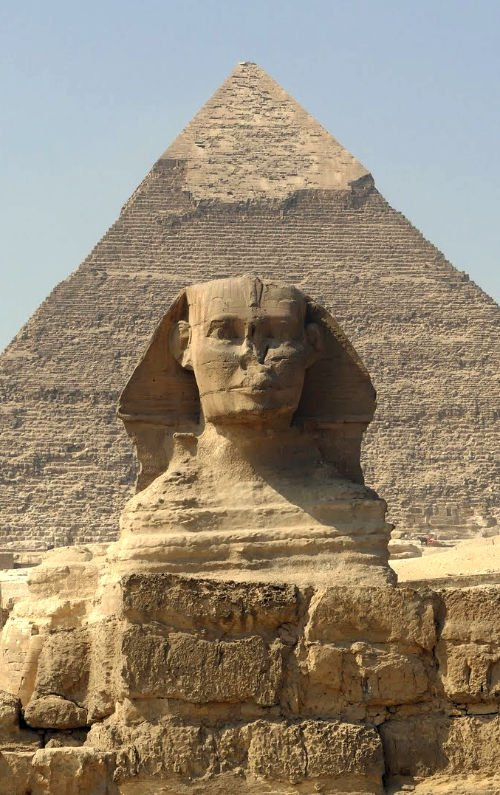 Sphinx of Giza in front of the Great Pyramid of Khufu