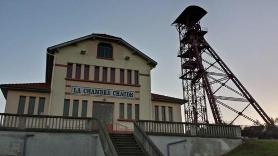 Le bâtiment de la Chambre chaude du Puits de mine des Graves sur la commune d'Auzat-la-Combelle.