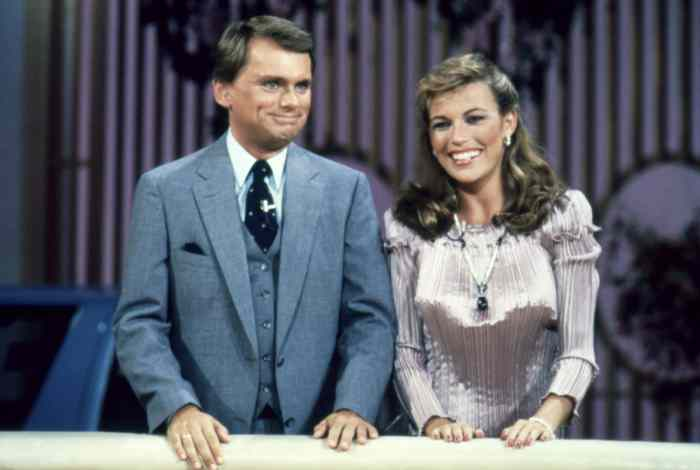 WHEEL OF FORTUNE, (from left): Pat Sajak, Vanna White, (circa 1983), 1975-