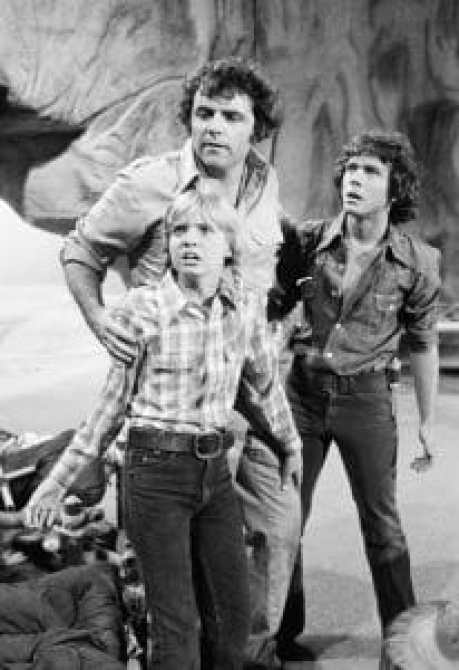 LAND OF THE LOST, (from left): Kathy Coleman,Spencer Milligan, Wesley Eure