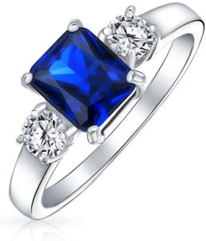 The lost engagement ring in question is a sapphire and diamond beauty