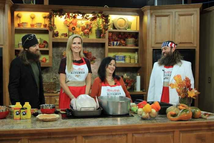 DUCK DYNASTY, (from left): Jase Robertson, Korie Robertson, Kay Robertson, Willie Robertson, 'Good Night and Good Duck'