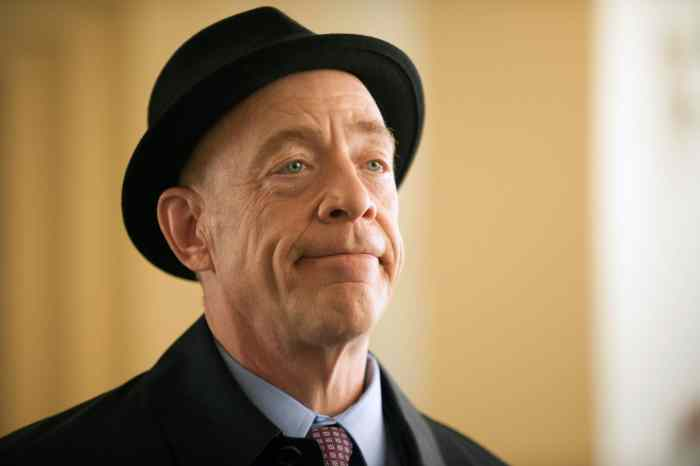 GROWING UP FISHER, J.K. Simmons in 'Pilot'
