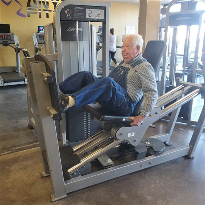 91-Year-Old Man Works Out In Overalls Every Day At His Local Gym
