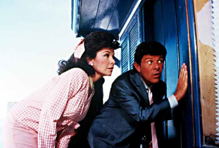 annette-funicello-frankie-avalon-back-to-the-beach
