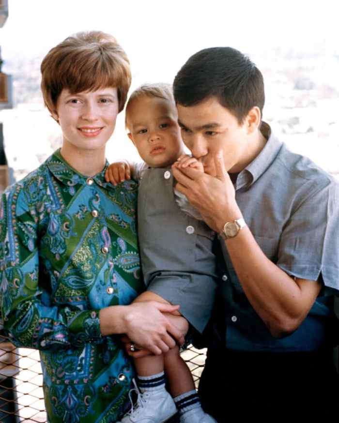 bruce-lee-his-widow-linda-and-their-late-son-brandon