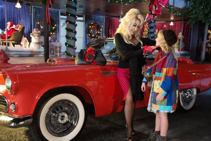 DOLLY PARTON'S CHRISTMAS OF MANY COLORS: CIRCLE OF LOVE, (from left): Dolly Parton, Alyvia Alyn Lind