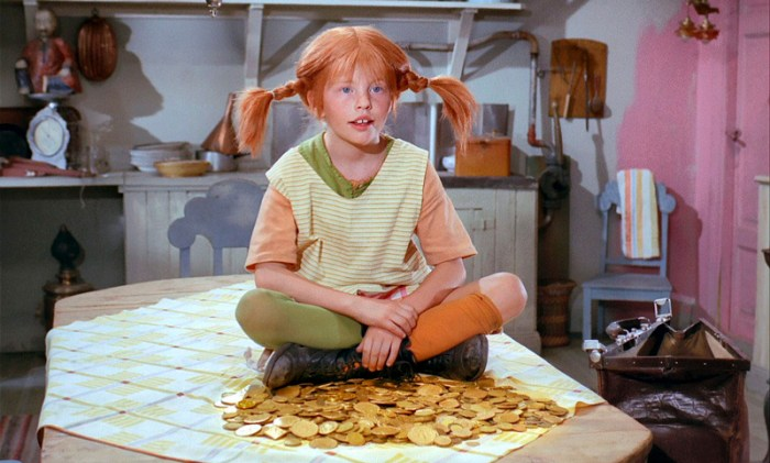 pippi longstocking sitting