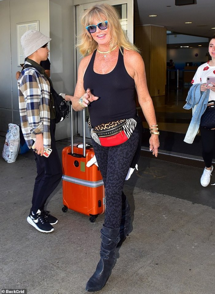 goldie hawn makes youthful statement