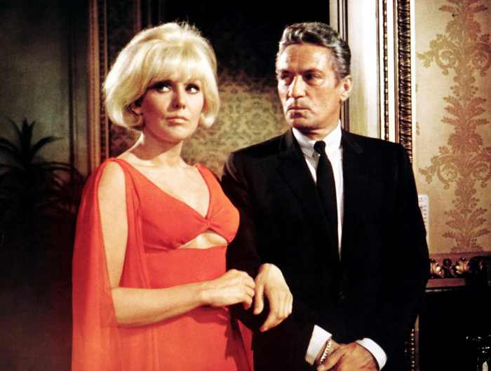 THE LEGEND OF LYLAH CLARE, from left, Kim Novak, Peter Finch