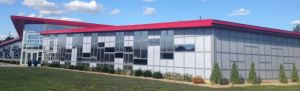 The LIGHTWALL 3000 curtain wall accepts both insulated glass units and cellular polycarbonate glazing panels in the same extruded aluminum framing system.