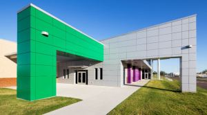The project features 15,200 square feet of 4-millimeter Alucobond aluminum composite material.